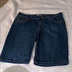 St. John's bay shorts sz 14 stretch
